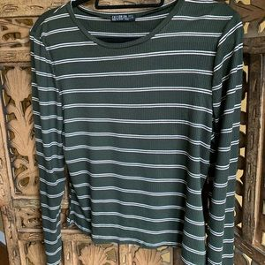 Long sleeve t-shirt size L